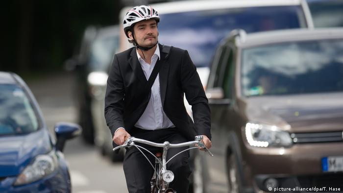 Muškarac u Münchenu odlazi na posao