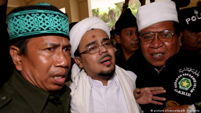 Indonesien Habib Rizieq Shihab, FPI (picture-alliance/dpa/B. Indahono)