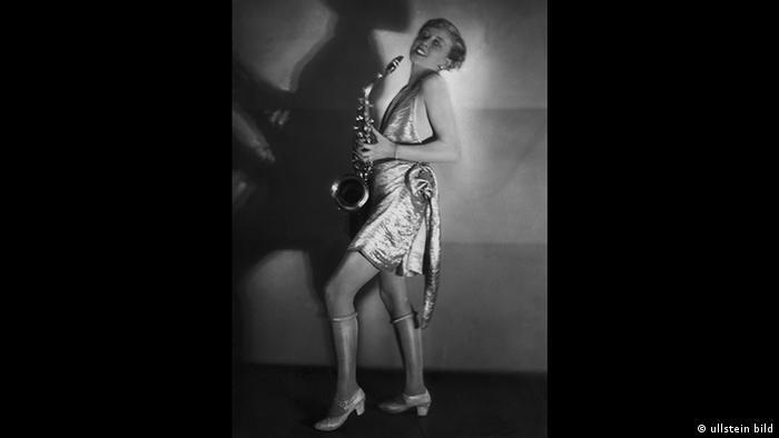 Photo of Hertha Schroeter on stage in 1928 (ullstein bild)