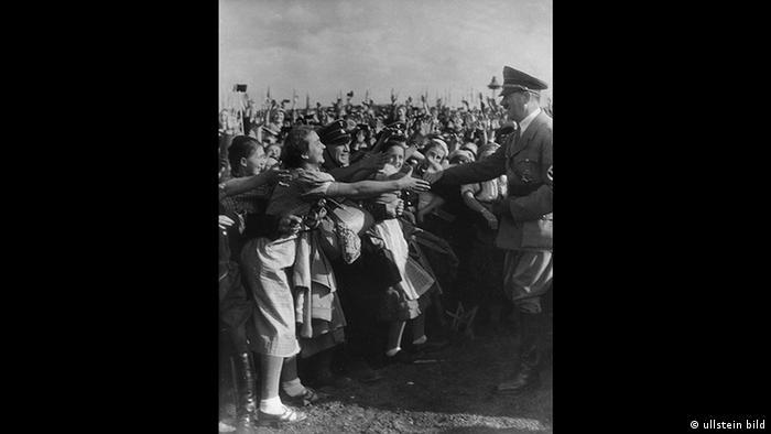 Max Ehlert - Nazi propaganda photo of the Reich Havest Thanksgiving Festival from 1935 (ullstein bild)