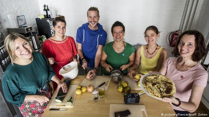 Deutschland Startup eröffnet Restaurant gegen Lebensmittelverschwendung (picture-alliance/dpa/P. Zinken)