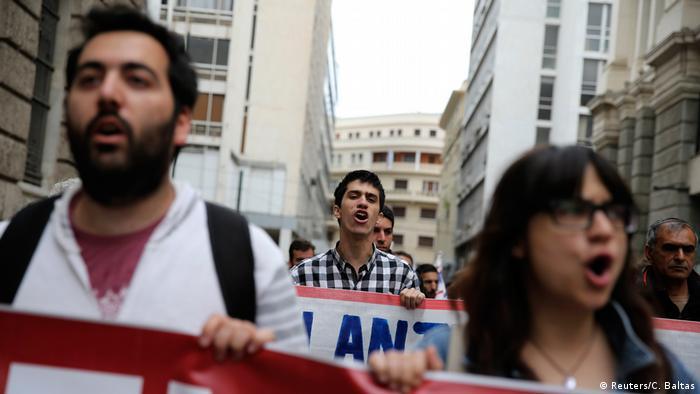 Griechenland Streiks gegen neue Sparmaßnahmen (Reuters/C. Baltas)