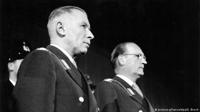 Westdeutschland Bundeswehr 1955- General Adolf Heusinger und General Hans Speidel