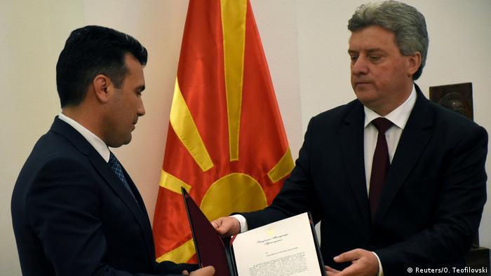 Macedonien Gjorge Ivanov erteilt das Mandat zur Regierungsbildung an Zoran Zaev in Skopje (Reuters/O. Teofilovski)