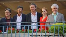 ©PHOTOPQR/LE PARISIEN ; © PHOTO / LE PARISIEN / FREDERIC DUGIT SPECTACLE / CINEMA Hôtel Martinez à Cannes (06) 70ème Festival de Cannes Photo: le jury Pedro Almodovar - Président, Jessica Chastain - Comédienne, Park Chan-Wook - Réalisateur, Paolo Sorrentino - Réalisateur, Gabriel Yared - Compositeur 70th annual Cannes Film Festival in Cannes, France, May 2017. The film festival will run from 17 to 28 May. Foto: Frédéric Dugit/MAXPPP/dpa |