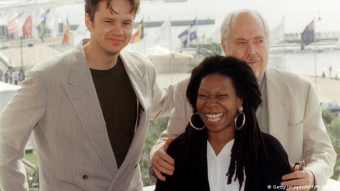 Frankreich Cannes 70 Jahre | Tim Robbins, Whoopi Goldberg und Robert Altman (Getty Images/AFP/M. Gagne)