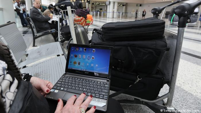 Laptop-Verbot auf Flügen (Getty Images/AFP/A. Amro)