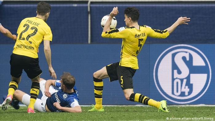 Fussball 1. Bundesliga FC Schalke 04 - Borussia Dortmund (picture alliance/dpa/S.Simon)