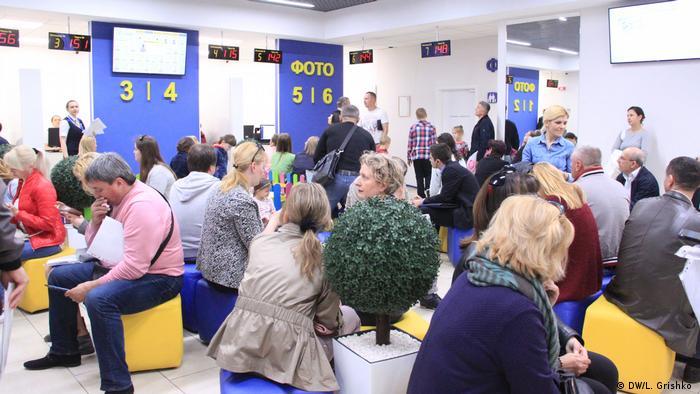 Очередь в сервисном центре на Осокорках в Киеве