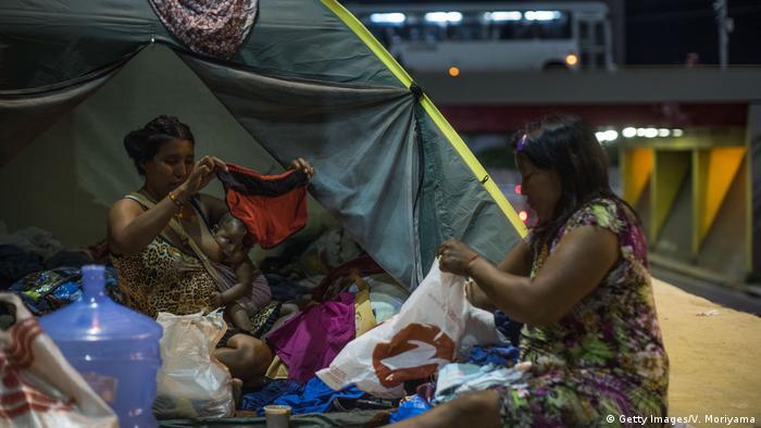 Indígenas venezuelanos vivendo nas ruas de Manaus