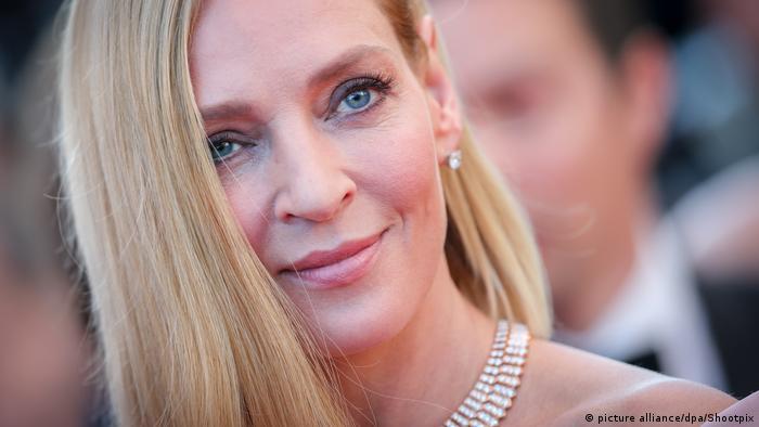 Uma Thurman lacht in Cannes (picture alliance/dpa/Shootpix)