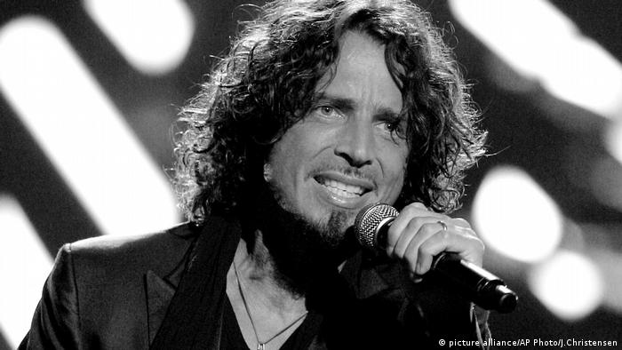 musician Chris Cornell performs on stage during Conde Nast's Fashion Rocks show in New York. (picture alliance/AP Photo/J.Christensen)