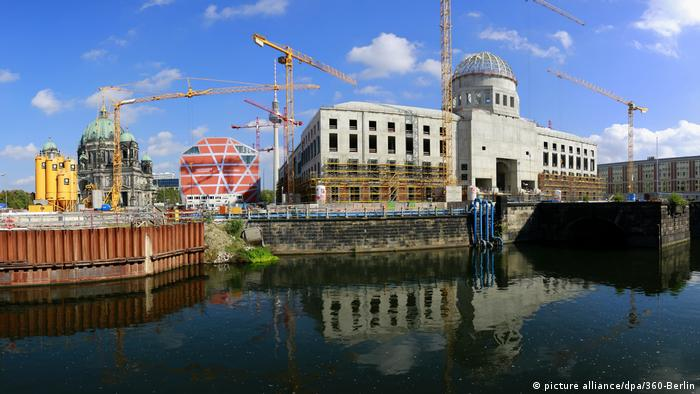 Panorama picture of Berlin City 'Palace under construction