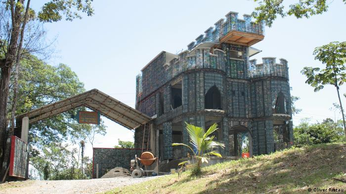 A castle made of plastic bottles in Panama. Photo credit: Oliver Ristau.