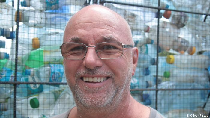 Robert Bezeau, creator of the plastic castle on Panama. Photo credit: Oliver Ristau.