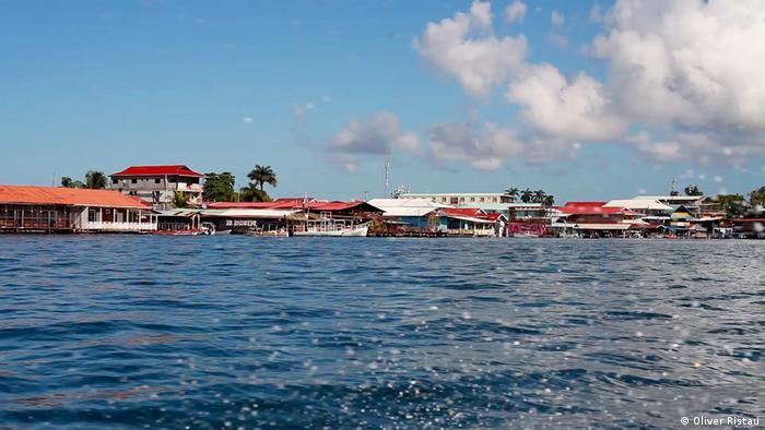 Waters near the island of Bocas del Toro in Panama. Photo credit: Oliver Ristau.