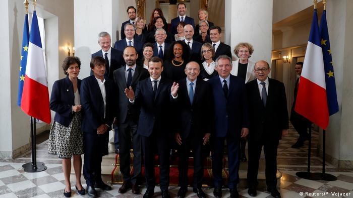 Frankreich Emmanuel Macron und Edouard Philippe mit dem Kabinett erste Sitzung im Elysee palast