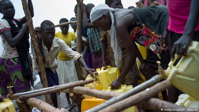 Sudan - Trinkwasser (Getty Images/D. Kitwood)