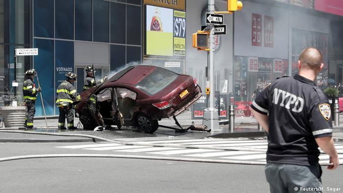 US New York - Auto rast in Fußgänger - Time Square (Reuters/M. Segar)
