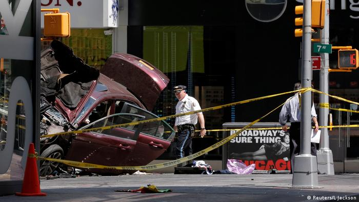 US New York - Auto rast in Fußgänger - Time Square (Reuters/L Jackson)