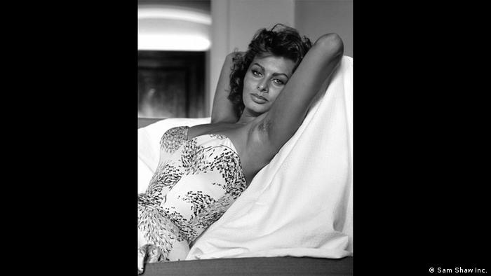 the goddess sophia loren in 1960