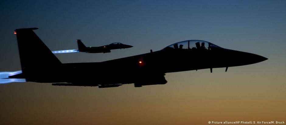 Aviões da coalizão internacional atacaram forças pró-Assad na província de Deir ez-Zor