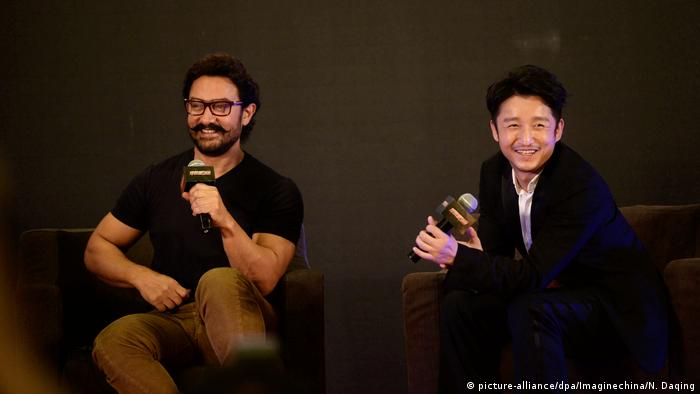 China PK vom Film 'Dangal'- Schauspieler Aamir Khan und Boxer Zou Shiming in Beijing (picture-alliance/dpa/Imaginechina/N. Daqing)