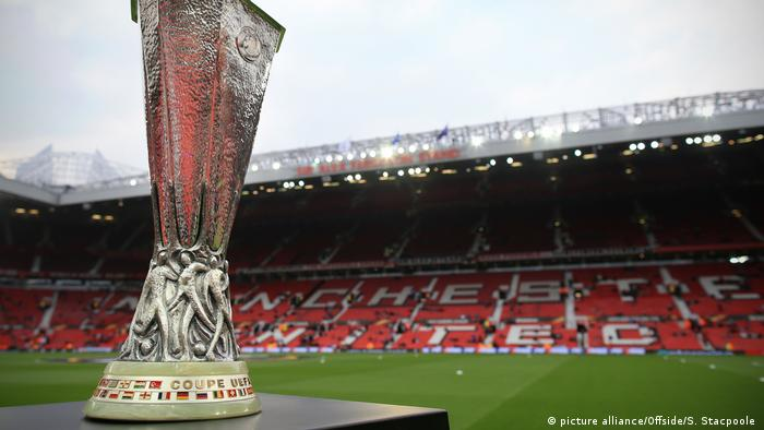 Europa-League-Pokal im Manchester-United-Stadion. Foto: dpa-pa