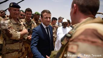 French president Ammanuel Macron meeting French soldiers in Mali
