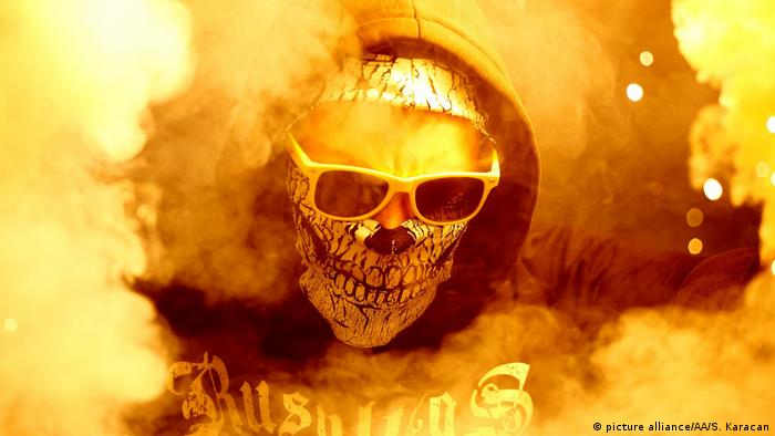 Russland Spartak Moskau Fan mit Maske (picture alliance/AA/S. Karacan)