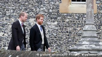 Princes William and Harry (picture-alliance/AP Photo/K. Wigglesworth)