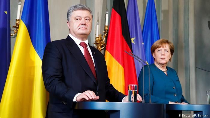 П'ятничний візит Петра Порошенка до Анґели Меркель звичайним не є, вважають експерти