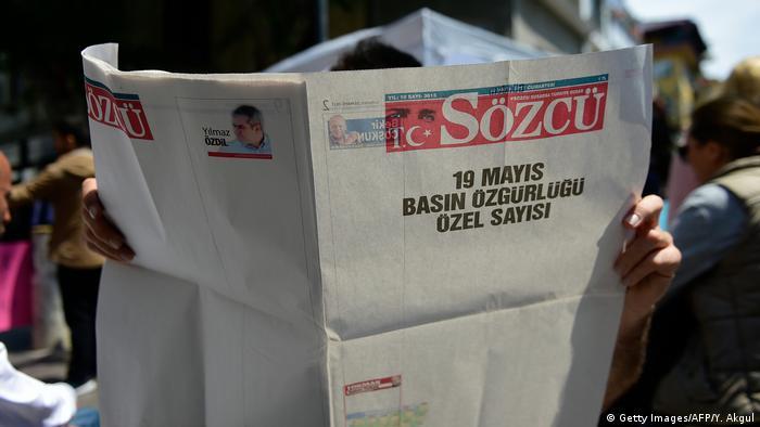 Turkey newspaper press freedom protest