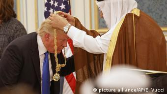 Saudi-Arabien US-Präsident Trump erhält von König Salman die Abdulasis Al-Saud-Medaille