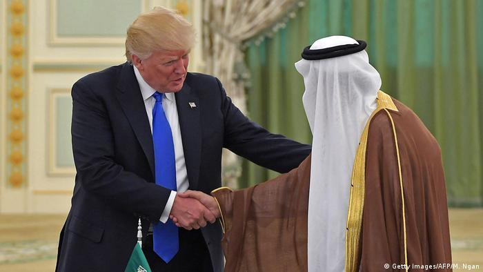 Saudi Arabien US-Präsident Trump und König Salman bin Abdulaziz al-Saud unterzeichnen Verträge (Getty Images/AFP/M. Ngan)