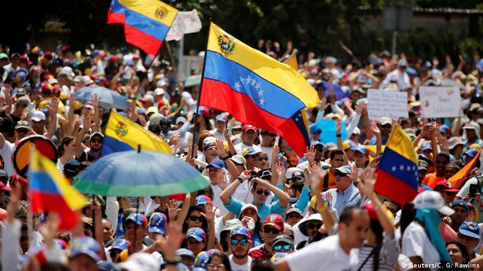 Venezuela - weitere Proteste gegen Maduro (Reuters/C. G. Rawlins)