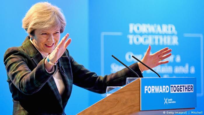 O culto à personalidade de Theresa May