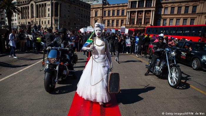 Südafrika Pretoria - #Not in my Name Protest gegen Gewalt gegen Frauen (Getty Images/AFP/W. de Wet)
