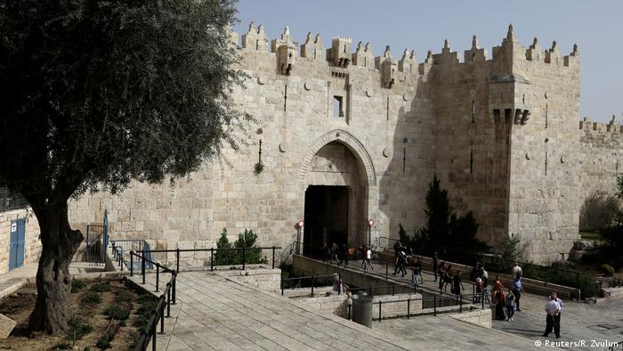Jerusalem - Damascus Gate (Reuters/R. Zvulun)