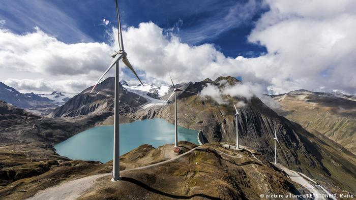 Referendum - Schweiz Energiegesetz - Windkraft Nufenenpass (picture alliance/KEYSTONE/O. Maire)