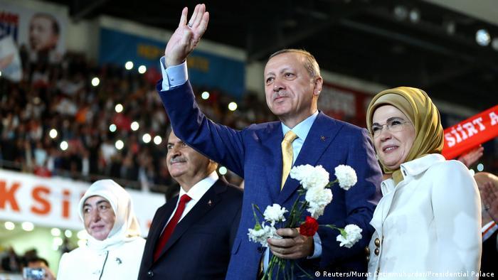 Recep Tayyip Erdoğan yeniden AKP Genel Başkanı