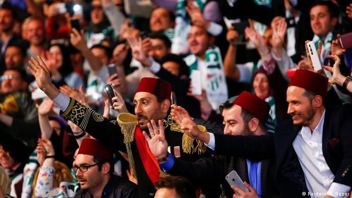 Türkei - AKP-Parteitag - Erdogan Unterstützer