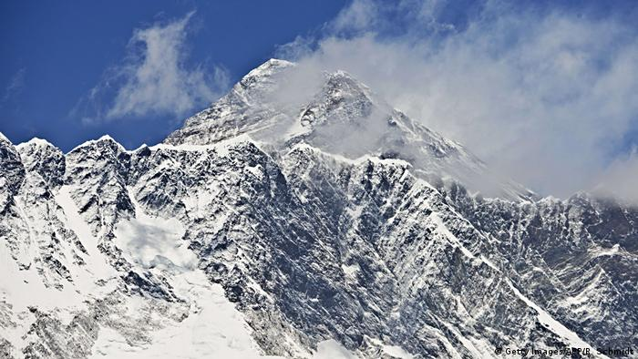 Nepal Bans Solo Climbers on Everest