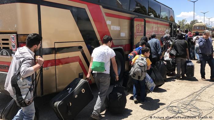 Syrien Al Waer - Homs: Die letzten rebellen verlassen die Stadt (Picture alliance/Photoshot/H. Sheikh Ali)
