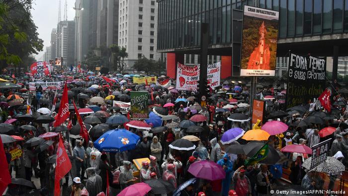 De acordo com os organizadores, cerca de 20 mil pessoas estiveram no domingo na Paulista.