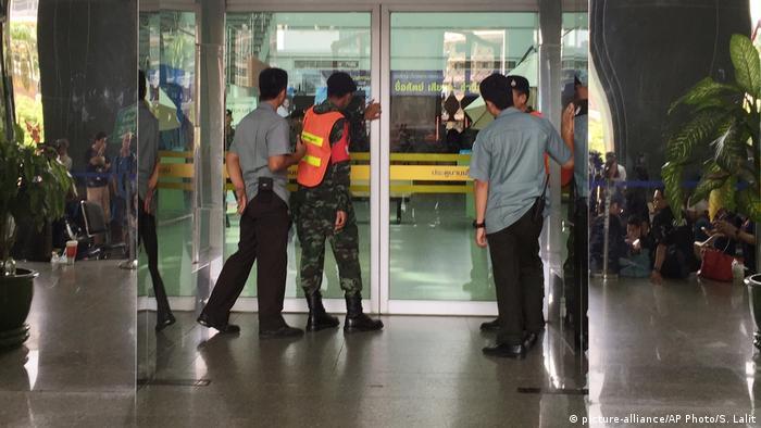 Explosión en hospital militar de Bangkok (picture-alliance/AP Photo/S. Lalit)