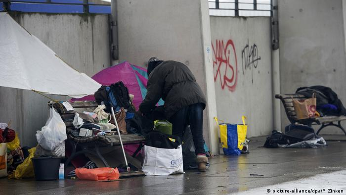 На улицата бездомниците са изложени на студ и нападения от престъпници