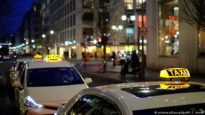 Taxis in Berlin (picture-alliance/dpa/M. C. Hurek)