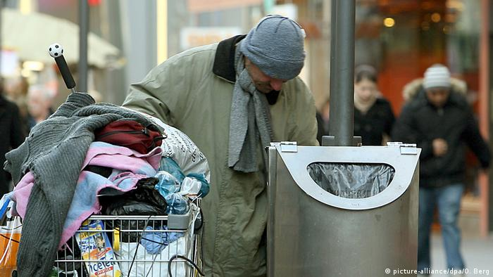 Homeless person in Cologne (picture-alliance/dpa/O. Berg)