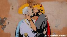 Teuflische Annäherung: Papst Franziskus und Donald Trump auf einem Wandgemälde in Rom